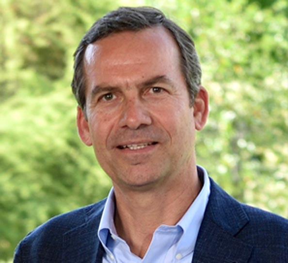 Directorio Fundación Teatro del lago Frutillar: Christoph Schiess Director.